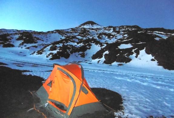 Nuit sous tente sur le plus grand volcan d'Europe.