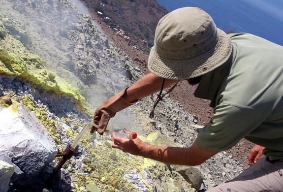 Foto campionamento vulcanologia Sicilia