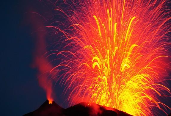 Foto eruzione vulcanica